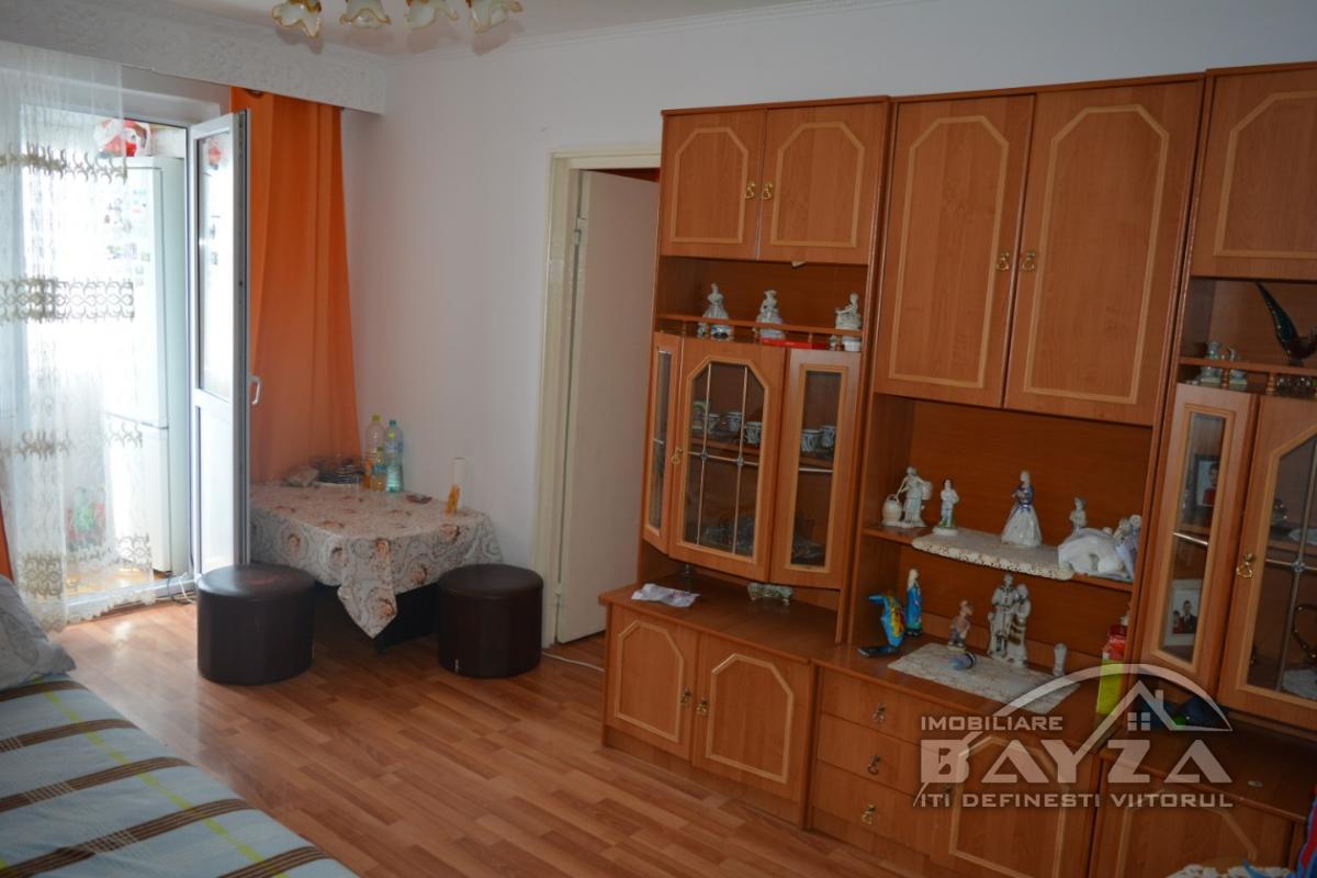 Pret: 33000 EURO, Vanzare apartament 2 camere, zona Uranus