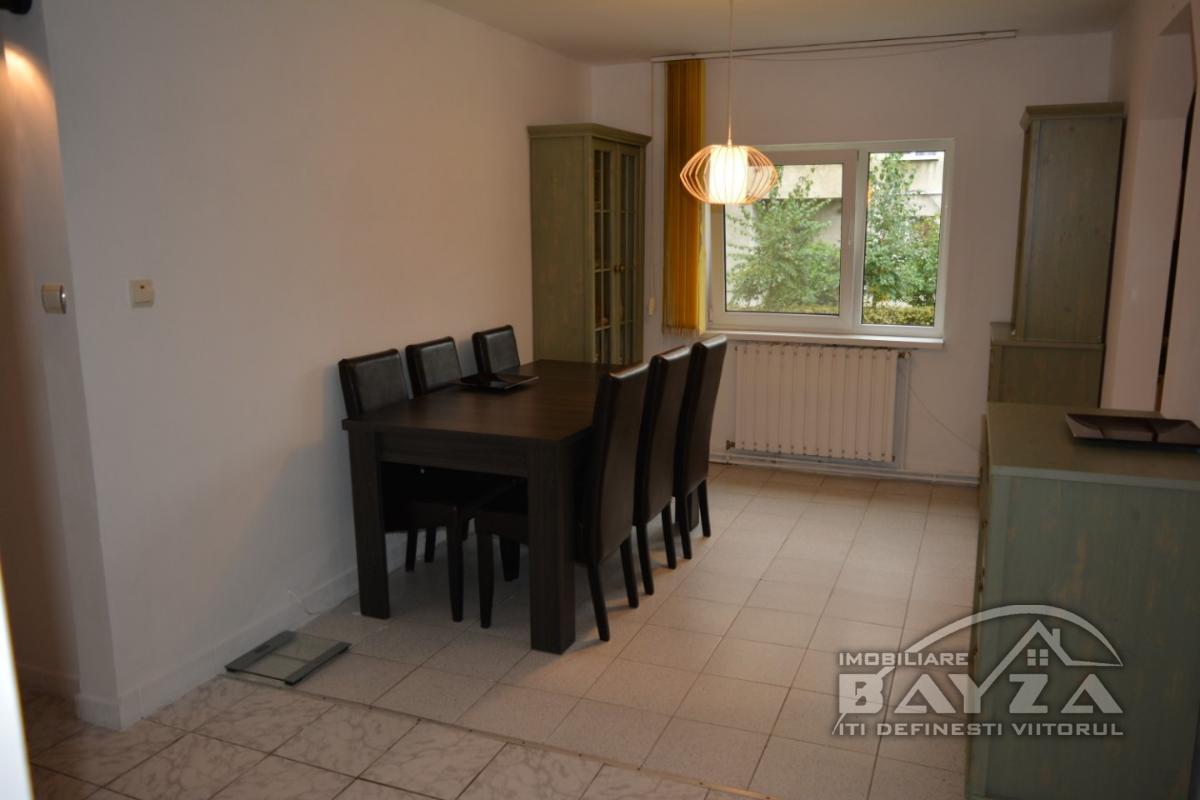 Pret: 56000 EURO, Vanzare apartament 4 camere, zona Center Nemes