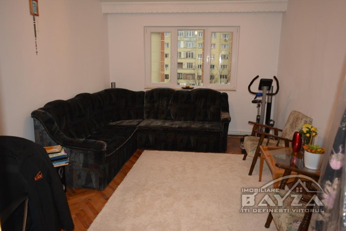 Pret: 56000 EURO, Vanzare apartament 3 camere, zona Bulevardul Decebal