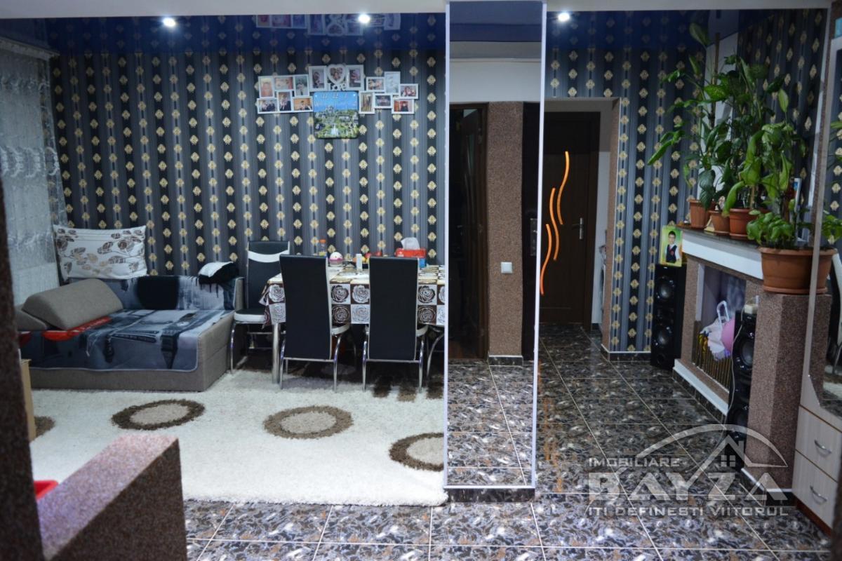 Pret: 39.000 EURO, Vanzare apartament 3 camere, zona Ariesului