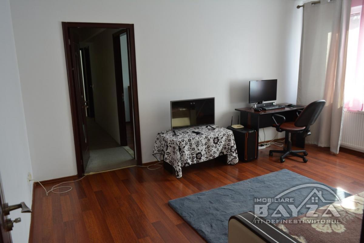Pret: 67000 EURO, Vanzare apartament 3 camere, zona Dimitrie Cantemir