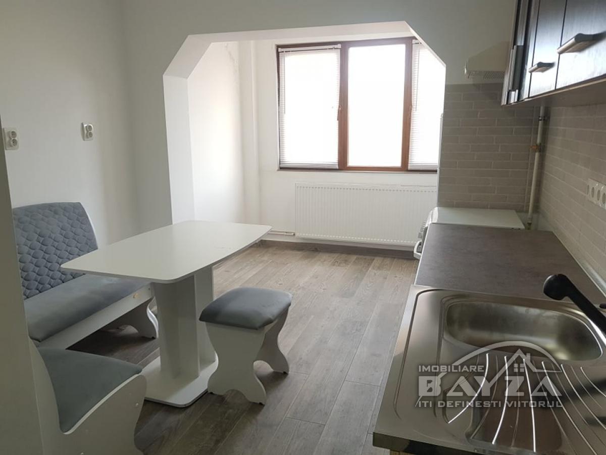 Pret: 230 EURO, Inchiriere apartament 3 camere, zona Center Nemes