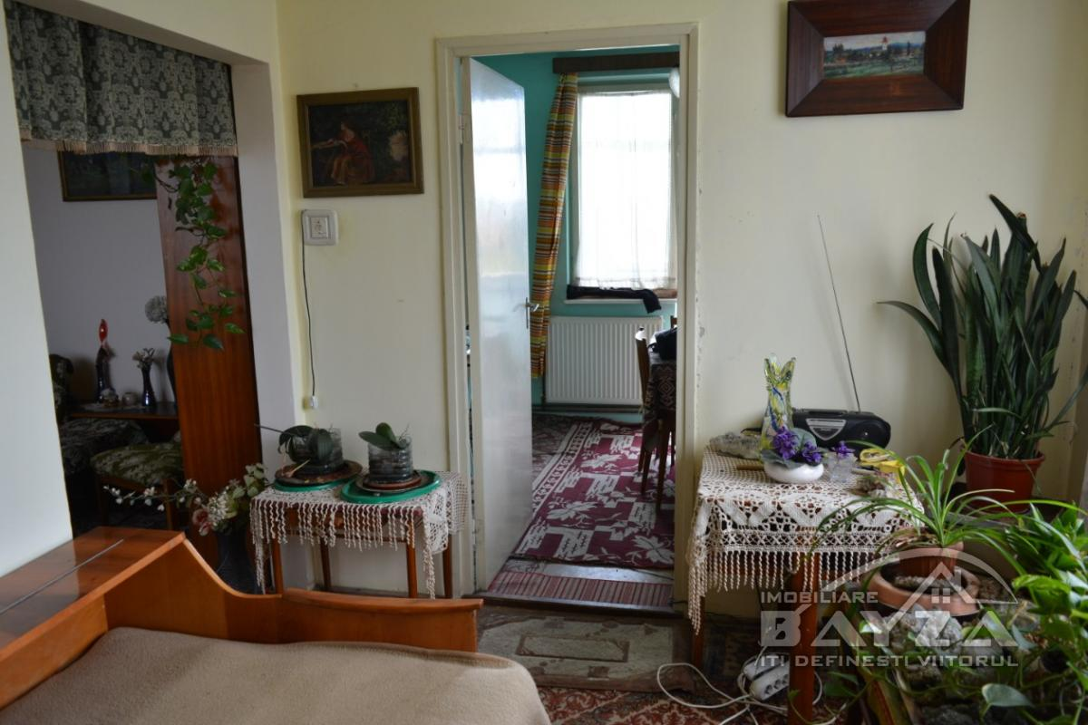 Pret: 64000 EURO, Vanzare apartament 5 camere, zona Casa de Cultura