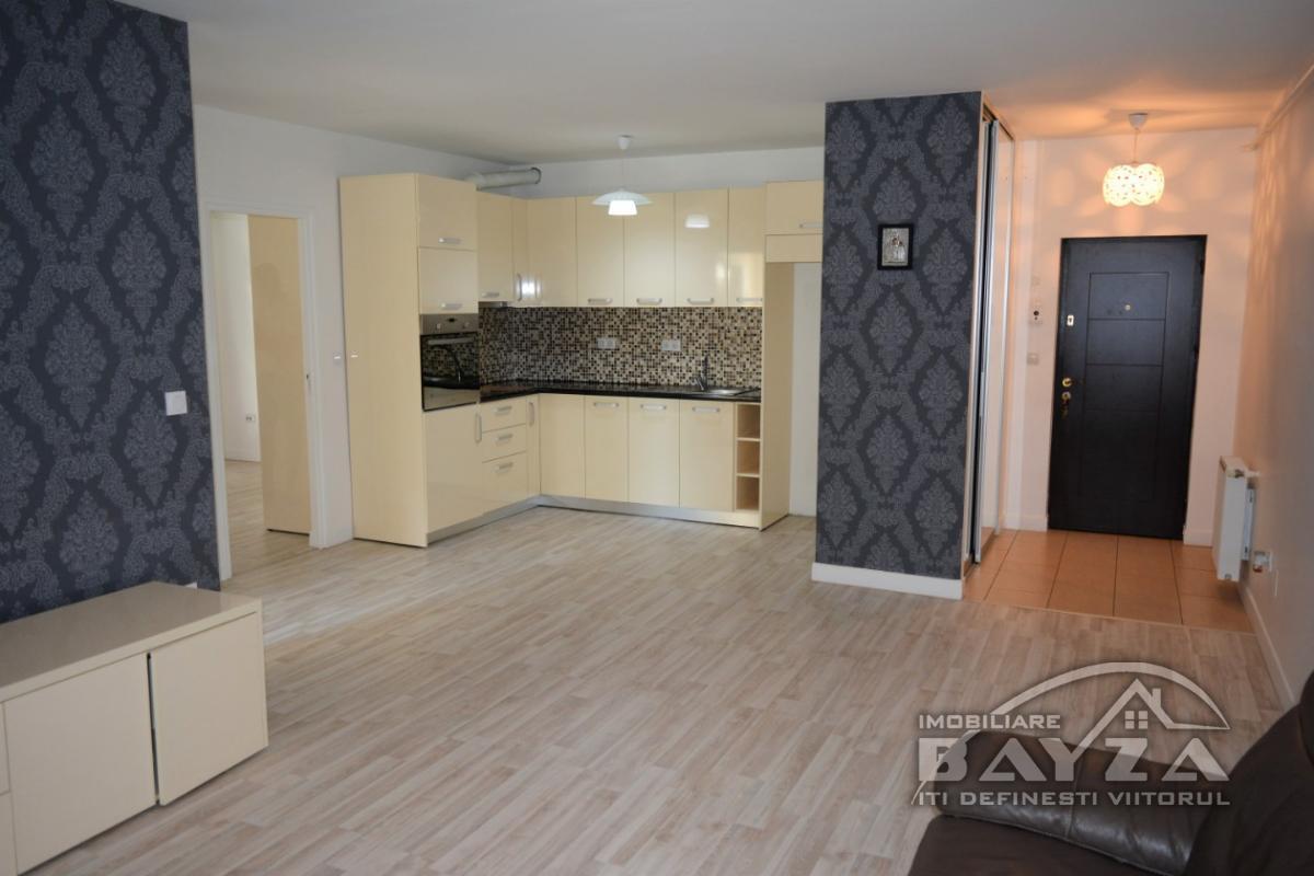 Pret: 82000 EURO, Vanzare apartament 3 camere, zona Complex ''Europa''