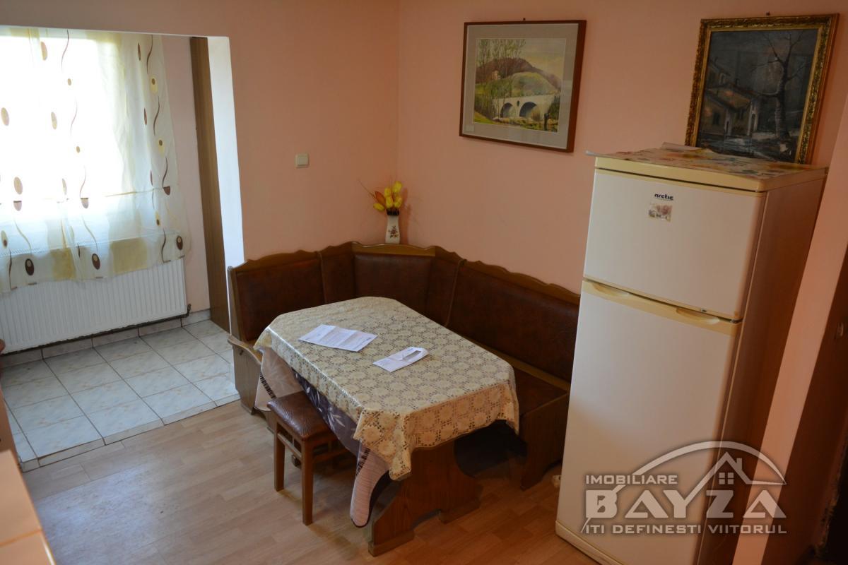 Pret: 37.000 EURO, Vanzare apartament 2 camere, zona Paltinisului