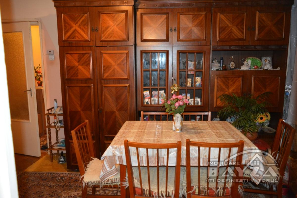 Pret: 36000 EURO, Vanzare apartament 2 camere, zona Uranus