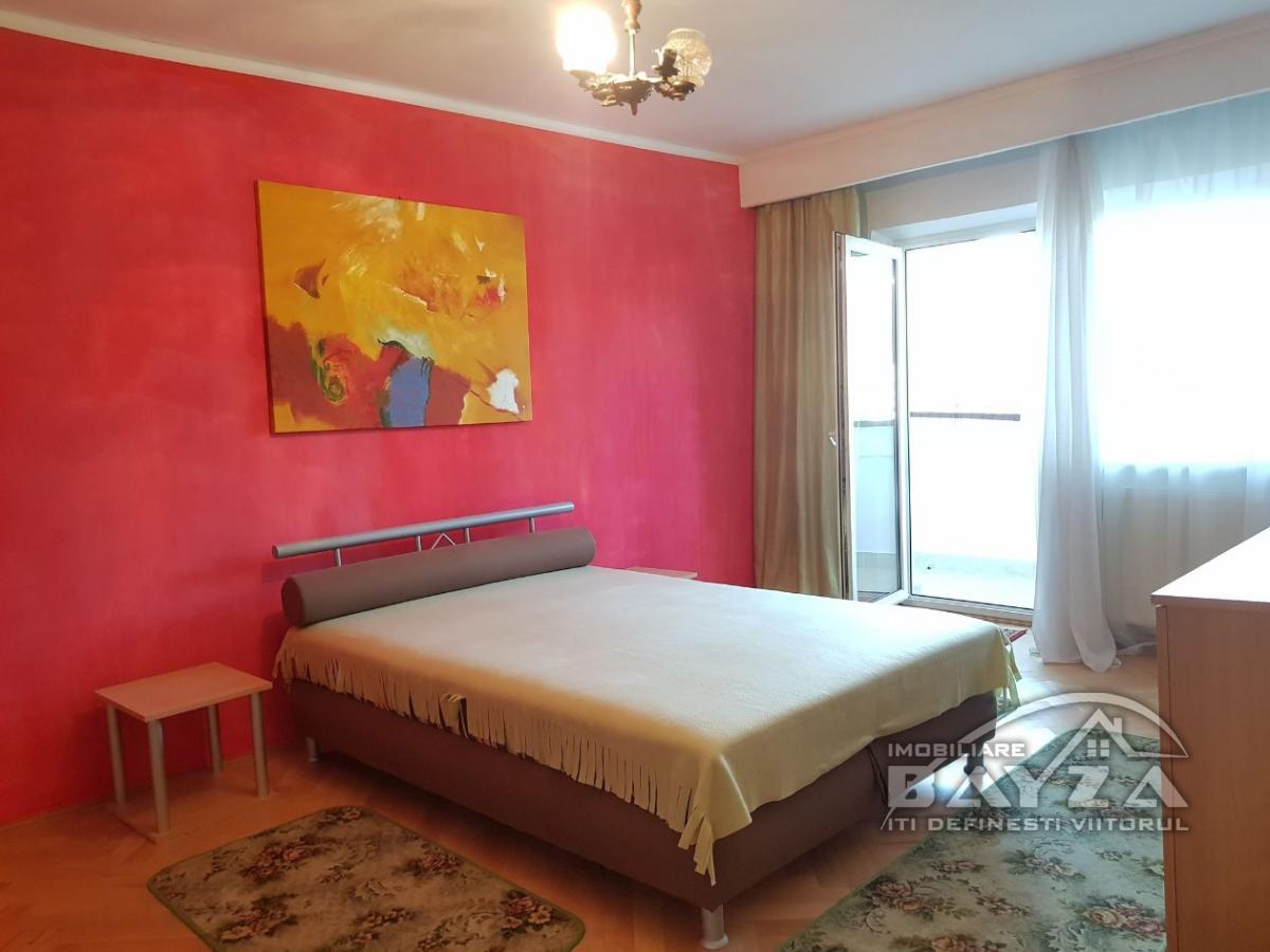 Pret: 65000 EURO, Vanzare apartament 3 camere, zona Vlad Tepes - Republicii