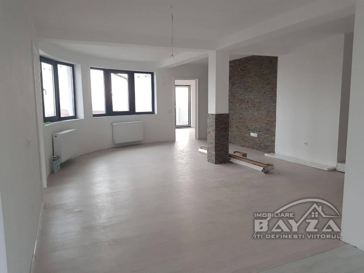 Pret: 94000 EURO, Vanzare apartament 4 camere, zona Victoriei
