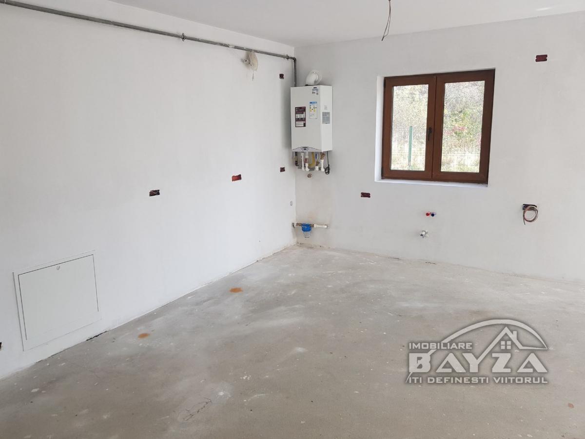 Pret: 68500 EURO, Vanzare apartament 3 camere, zona Codrului - Dealul Grosului