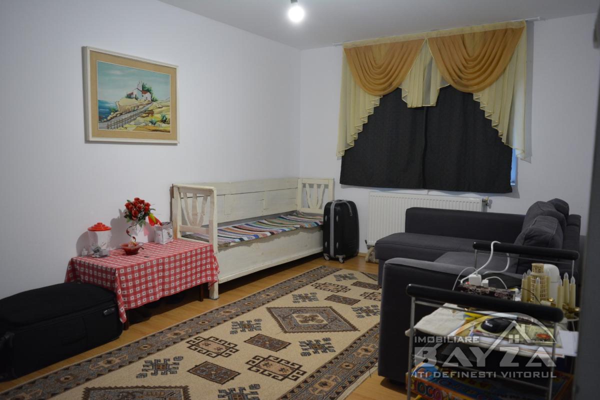 Pret: 52000 EURO, Vanzare apartament 3 camere, zona Melodiei