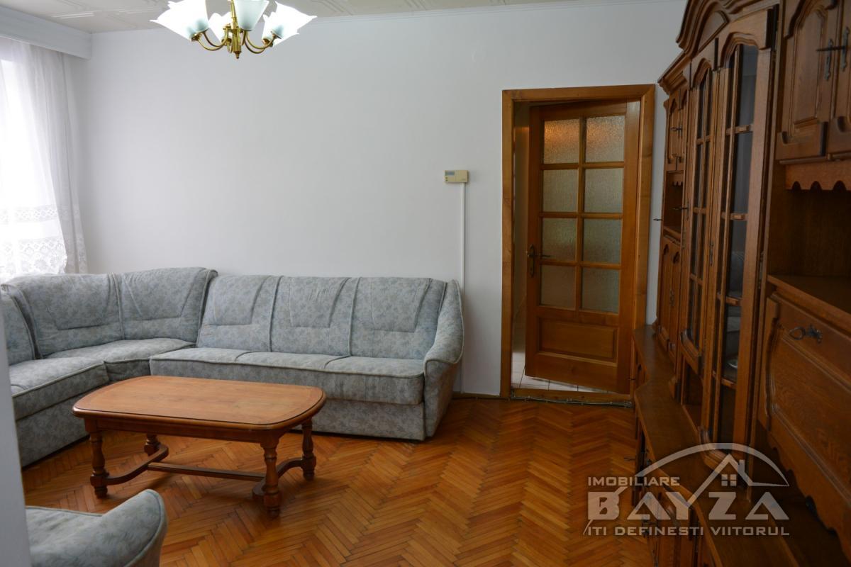 Pret: 64900 EURO, Vanzare apartament 3 camere, zona VIVO