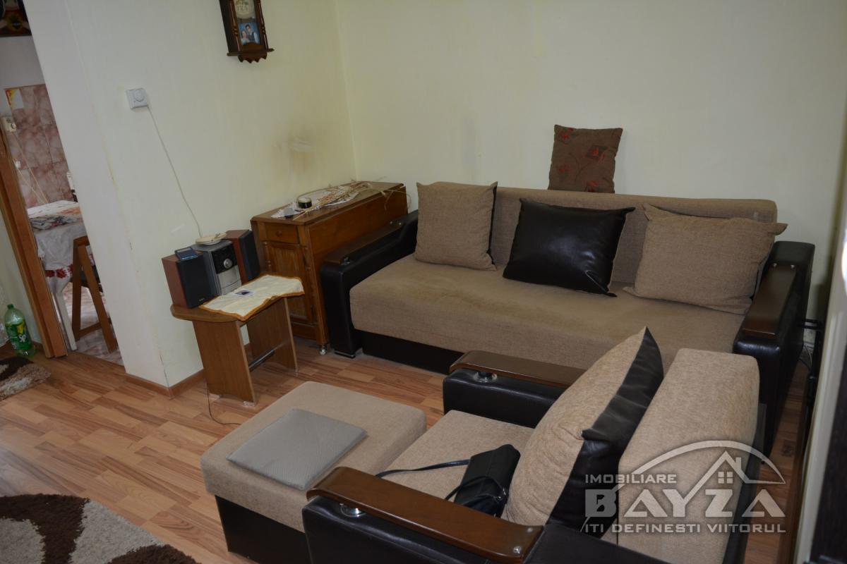 Pret: 18.500 EURO, Vanzare apartament 1 camere, zona Luminisului