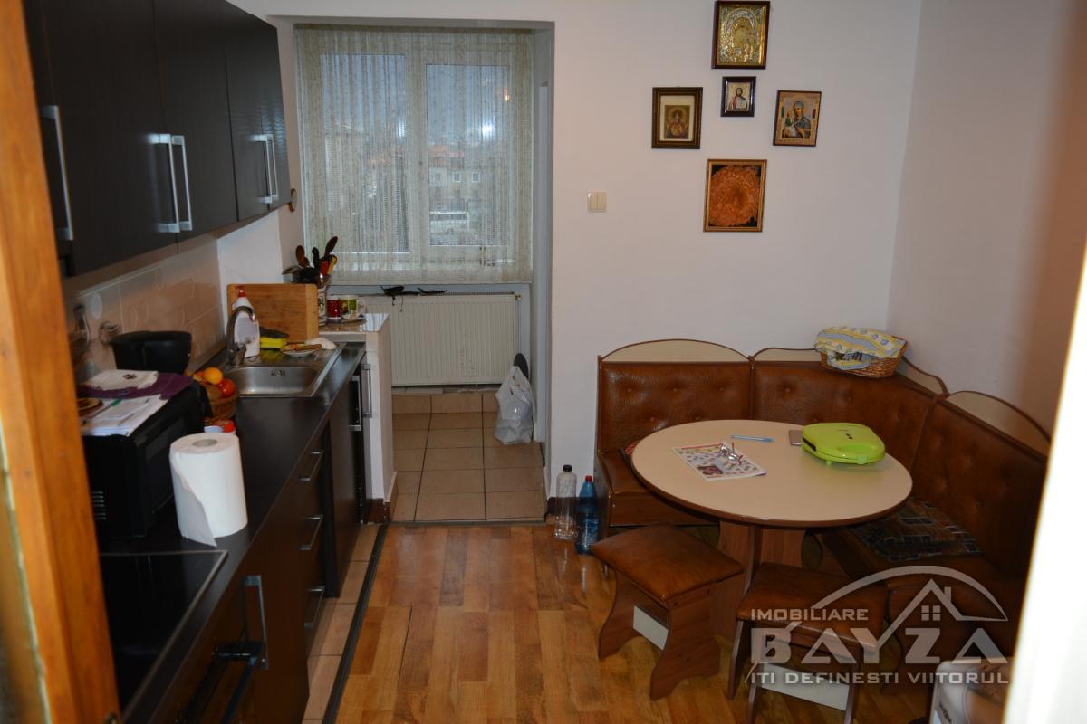 Pret: 74.000 EURO, Vanzare apartament 4 camere, zona Moldovei