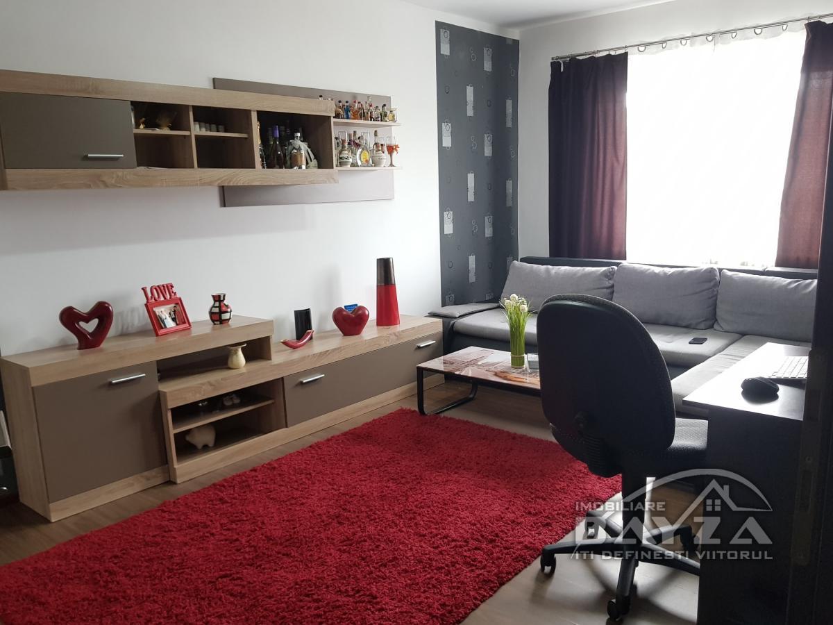 Pret: 52.000 EURO, Vanzare apartament 2 camere, zona Oituz