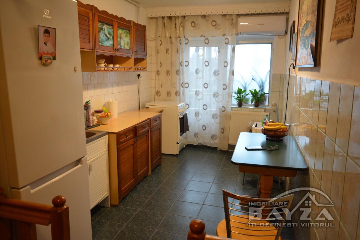 Pret: 69900 EURO, Vanzare apartament 3 camere, zona Victoriei - RFN