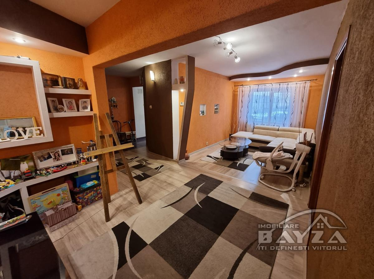 Pret: 62.000 EURO, Vanzare apartament 4 camere, zona Center Nemes