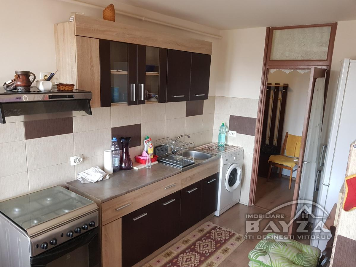 Pret: 67.000 EURO, Vanzare apartament 4 camere, zona Vasile Alecsandri