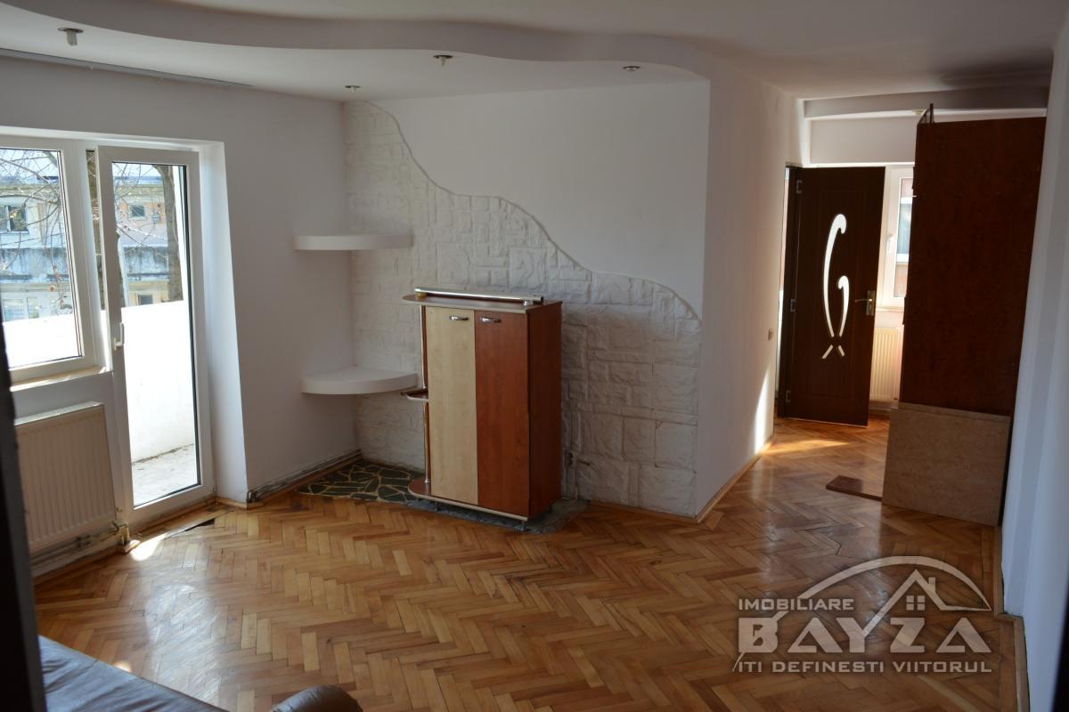Pret: 59.000 EURO, Vanzare apartament 3 camere, zona Gheorghe Bilascu