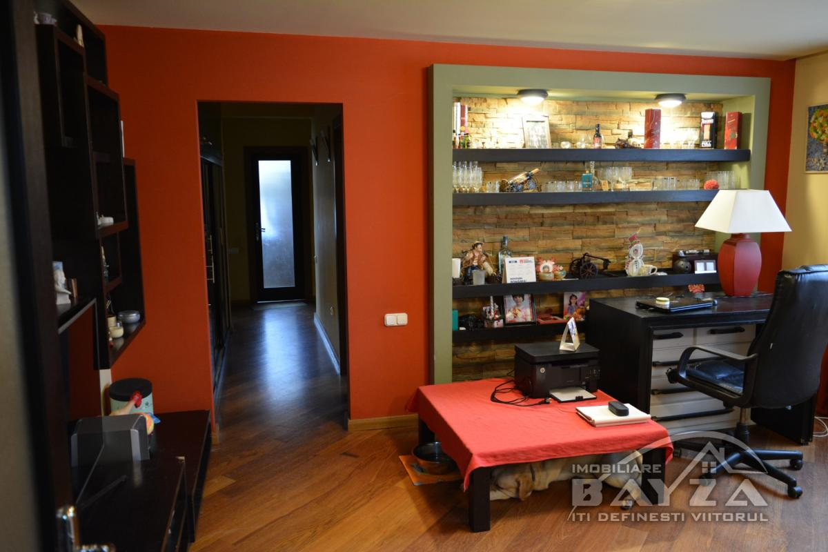 Pret: 82.000 EURO, Vanzare apartament 4 camere, zona Victoriei - ''VIVO''