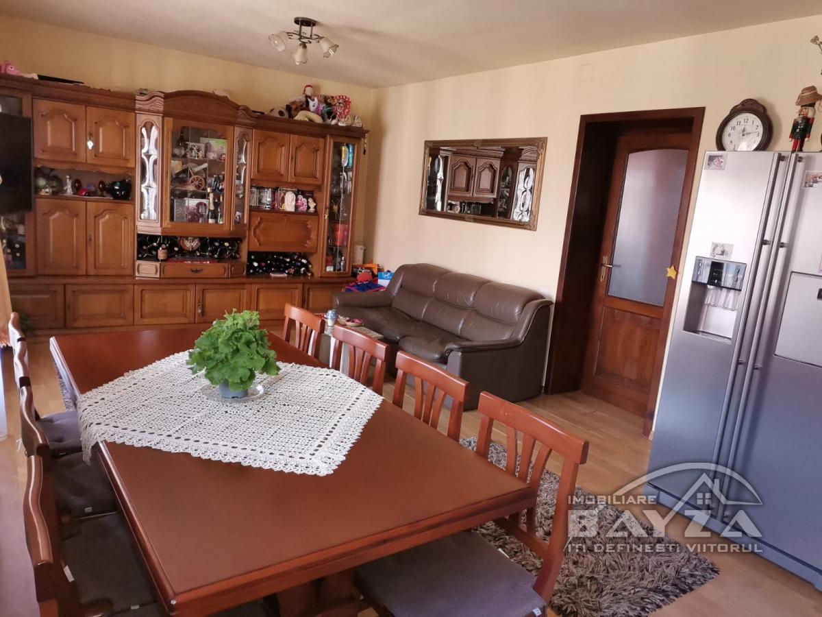 Pret: 63.000 EURO, Vanzare apartament 2 camere, zona Centrului Vechi
