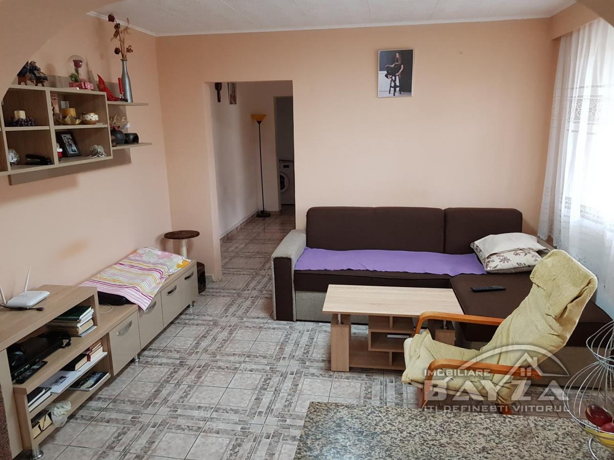 Pret: 75.000 EURO, Vanzare apartament 4 camere, zona Bulevardul Decebal
