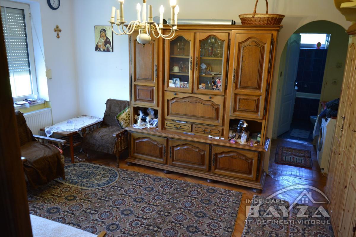 Pret: 30.000 EURO, Vanzare apartament 2 camere, zona Baia Sprie