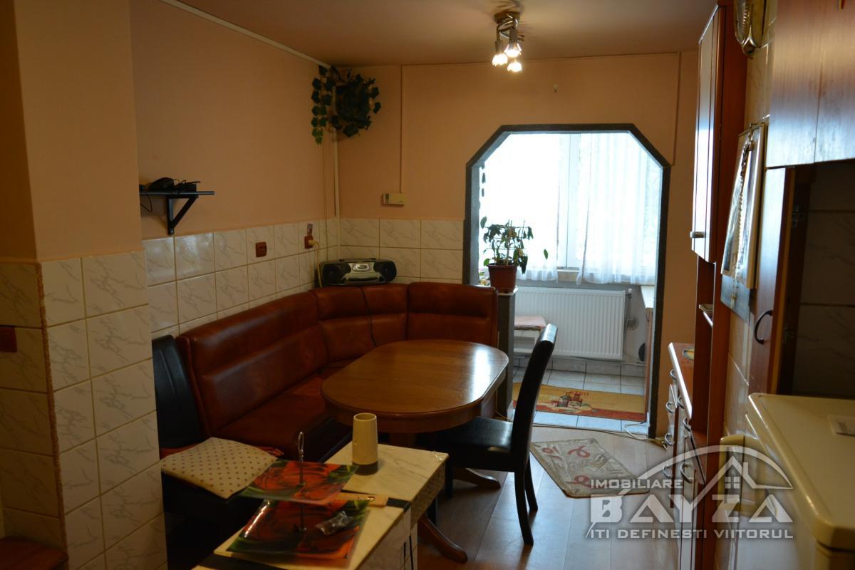 Pret: 70.000 EURO, Vanzare apartament 4 camere, zona Vlad Tepes