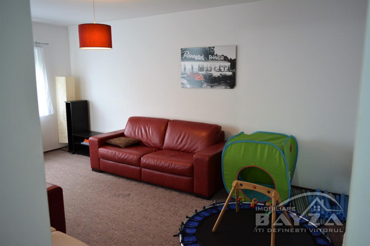 Pret: 67.000 EURO, Vanzare apartament 3 camere, zona Bogdan Voda