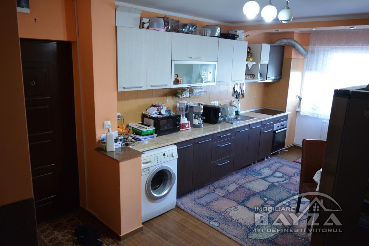 Pret: 80.000 EURO, Vanzare apartament 4 camere, zona Strada Vasile Alecsandri - Baia Mare