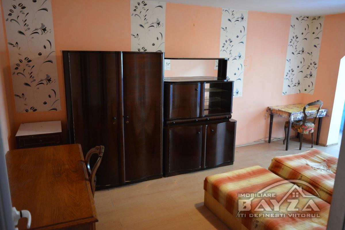 Pret: 150 EURO, Inchiriere apartament 2 camere, zona Marasesti