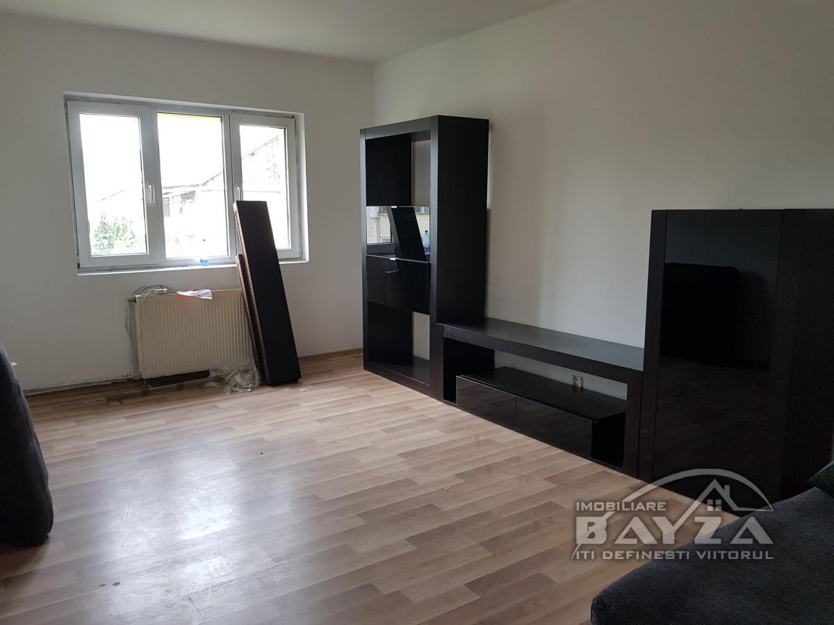 Pret: 50.000 EURO, Vanzare apartament 2 camere, zona Aleea Dobrogei - Baia Mare