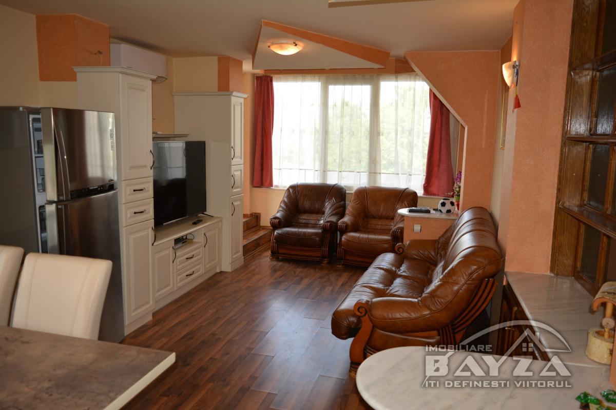 Pret: 300 EURO, Inchiriere apartament 3 camere, zona Dobrogei
