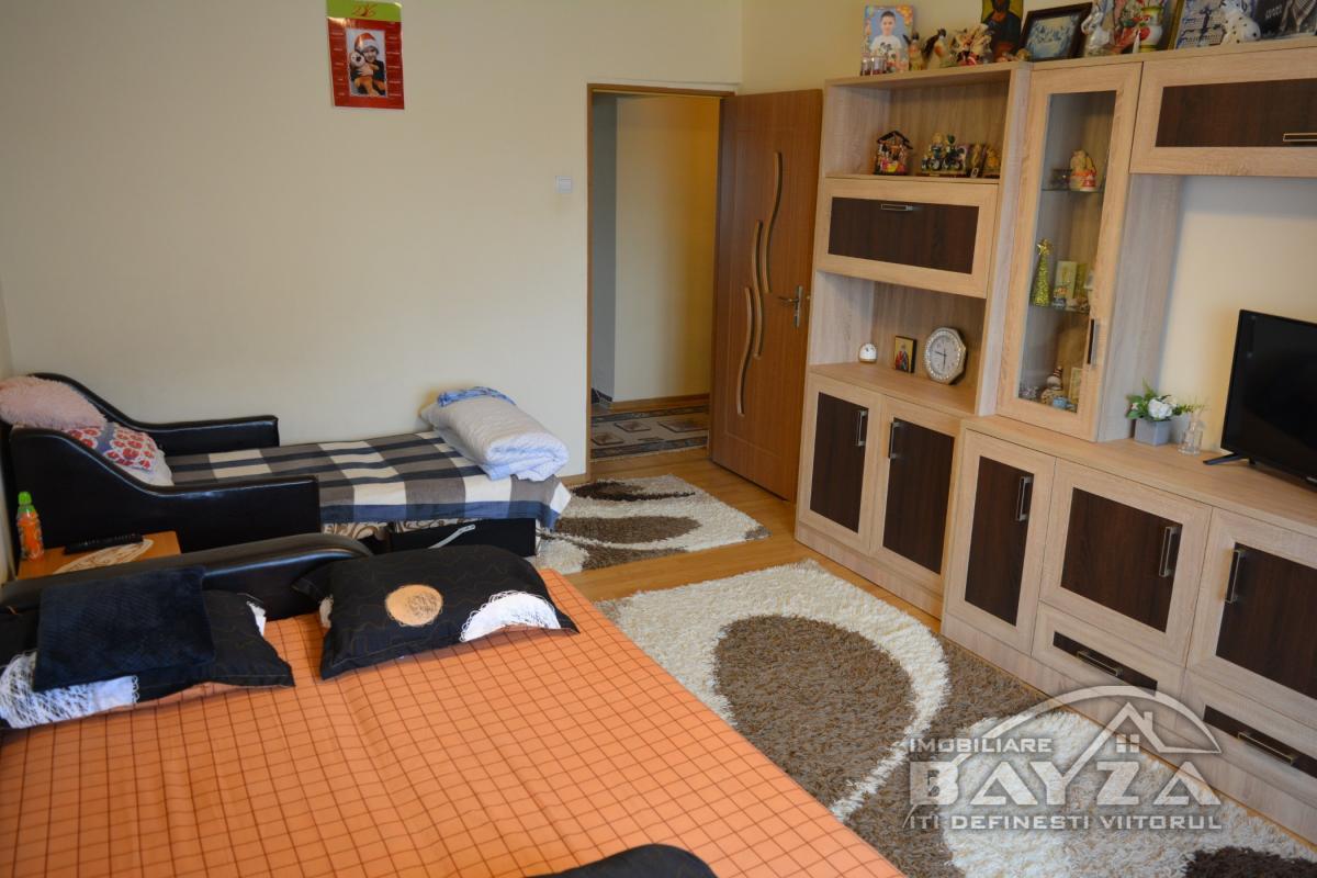 Pret: 58.000 EURO, Vanzare apartament 2 camere, zona Marasesti