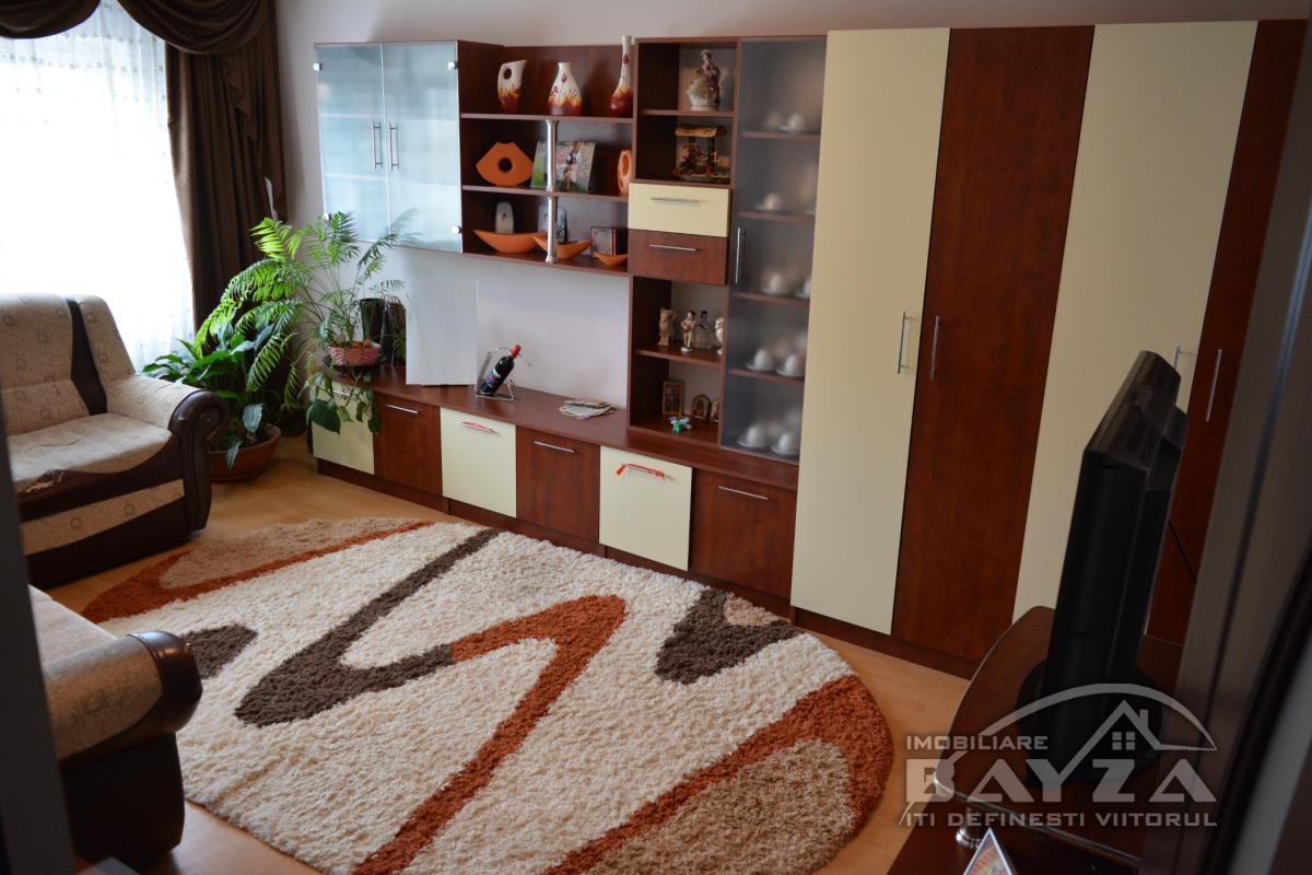 Pret: 61.000 EURO, Vanzare apartament 3 camere, zona Center Nemes