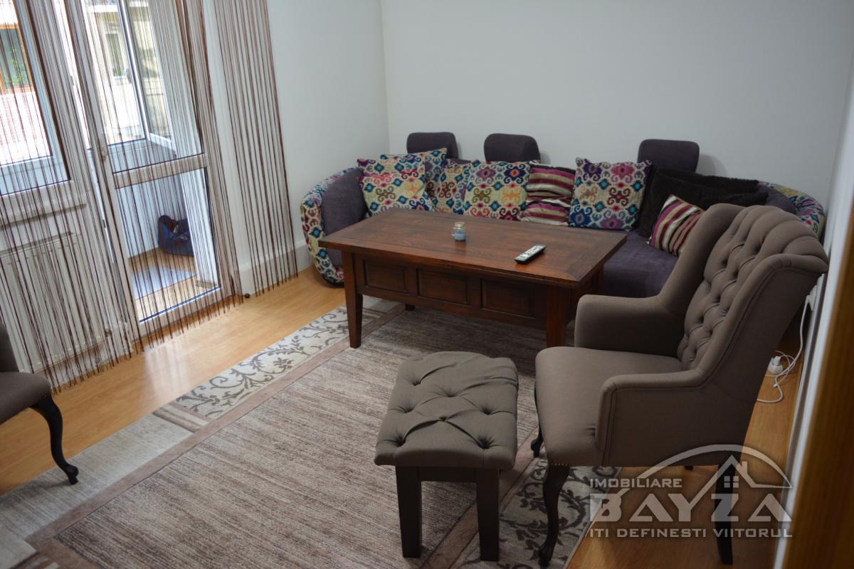 Pret: 72.000 EURO, Vanzare apartament 3 camere, zona VIVO - Baia Mare