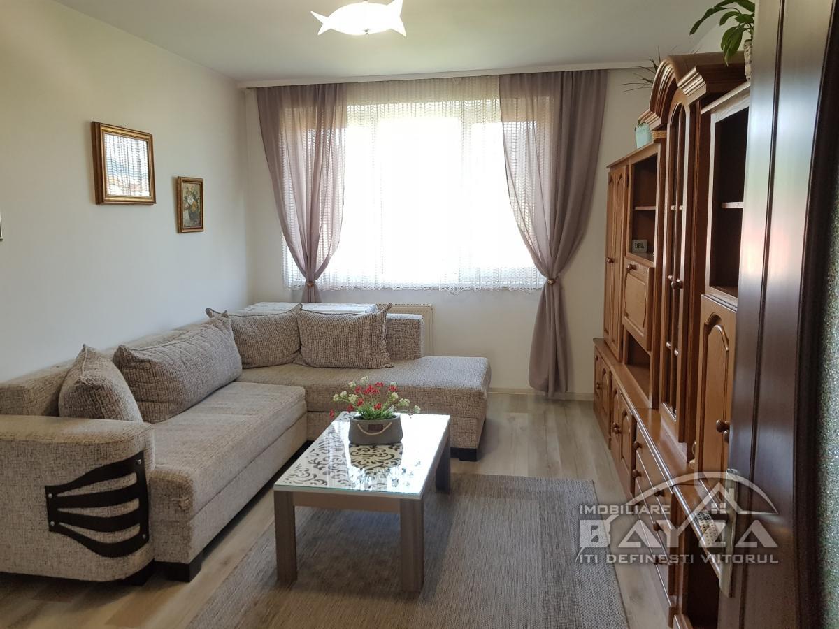 Pret: 70.900 EURO, Vanzare apartament 3 camere, zona Iuliu Maniu