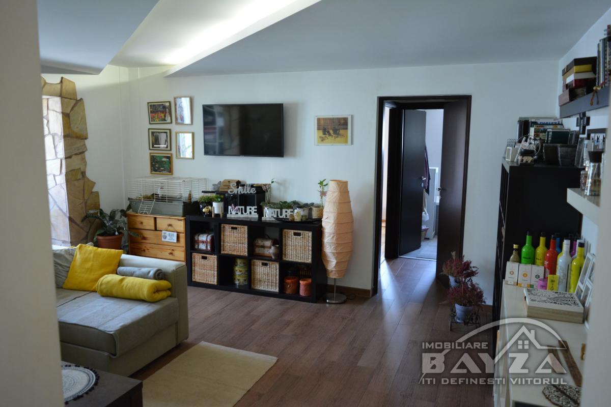 Pret: 77.900 EURO, Vanzare apartament 3 camere, zona Bucovinei
