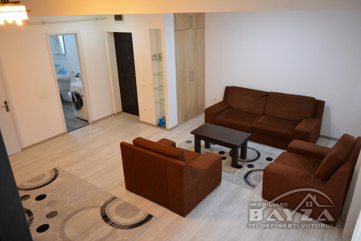 Pret: 85.000 EURO, Vanzare apartament 3 camere, zona Rozelor