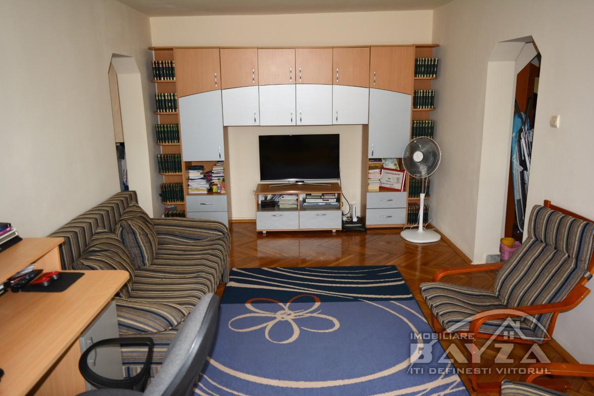 Pret: 62.000 EURO, Vanzare apartament 3 camere, zona Centrul Vechi - Baia Mare