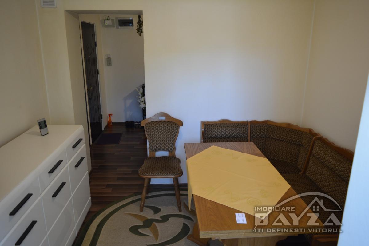 Pret: 60.500 EURO, Vanzare apartament 3 camere, zona Granicerilor - Baia Mare