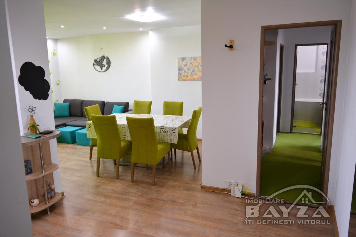 Pret: 61.000 EURO, Vanzare apartament 4 camere, zona Center Nemes - Baia Mare