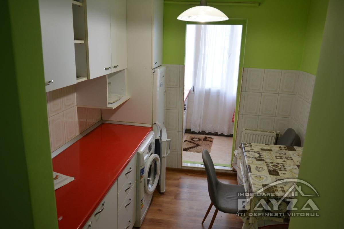 Pret: 41.000 EURO, Vanzare apartament 3 camere, zona Pasunii