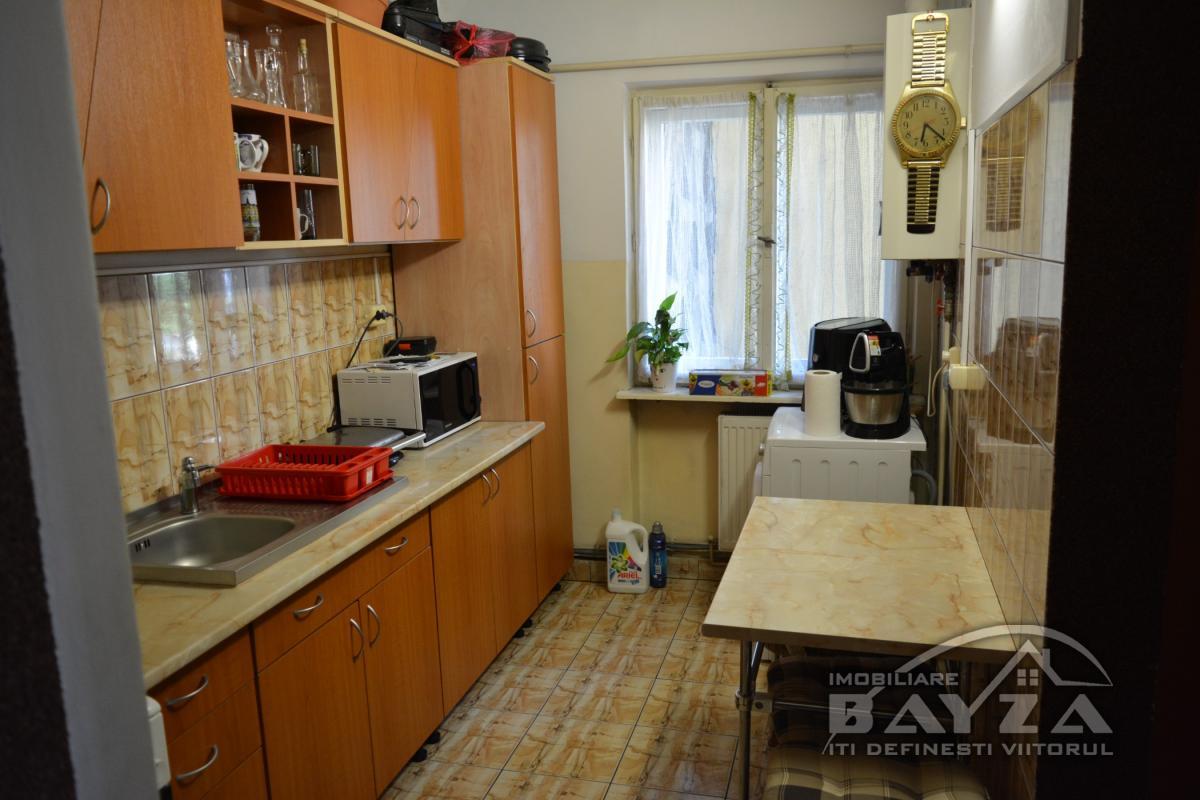 Pret: 61.600 EURO, Vanzare apartament 2 camere, zona Bulevardul Traian