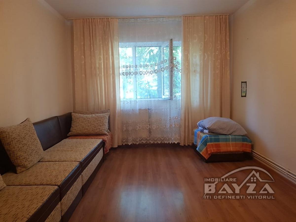 Pret: 62.000 EURO, Vanzare apartament 4 camere, zona Paltinisului