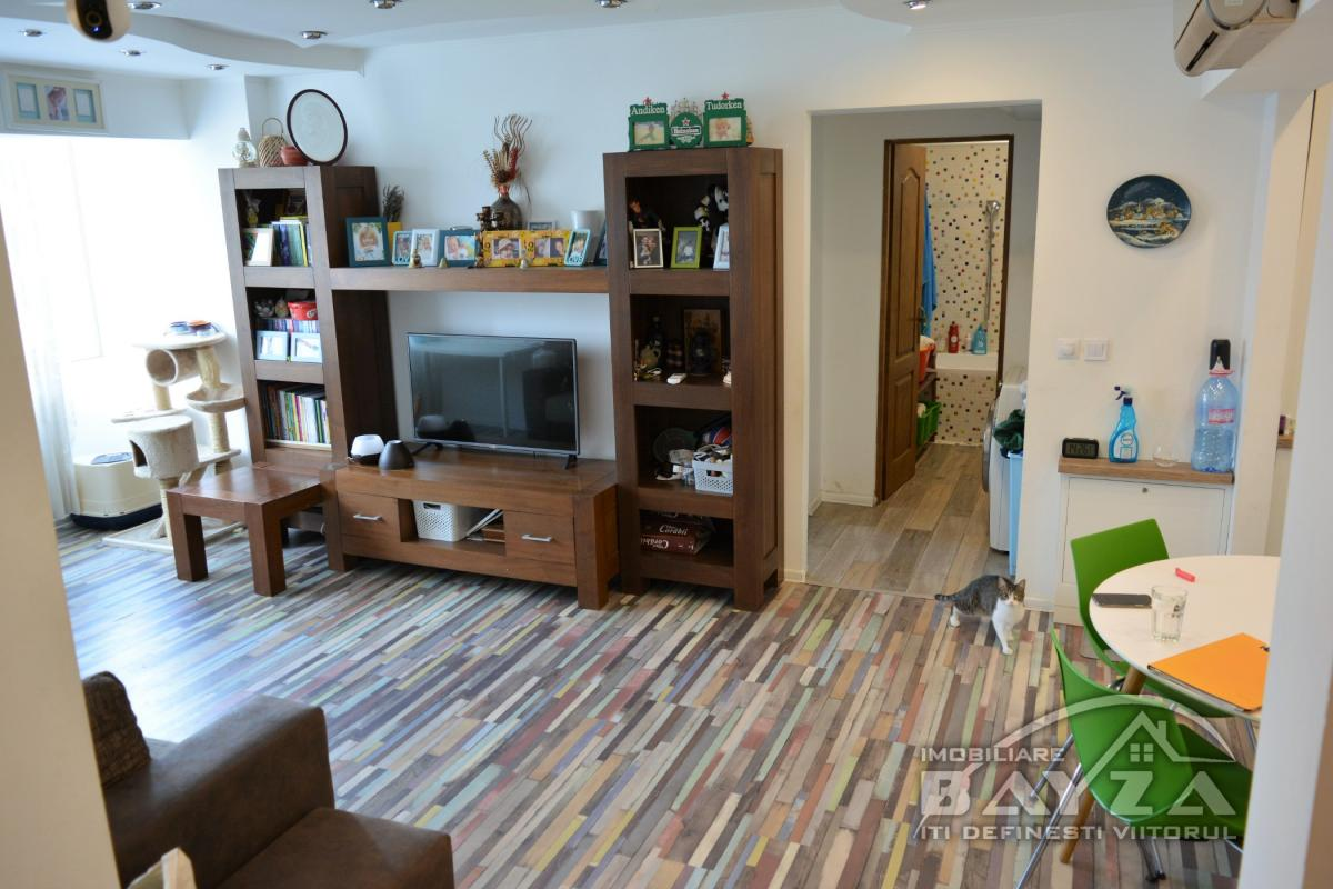 Pret: 84.000 EURO, Vanzare apartament 4 camere, zona Bulevardul Traian