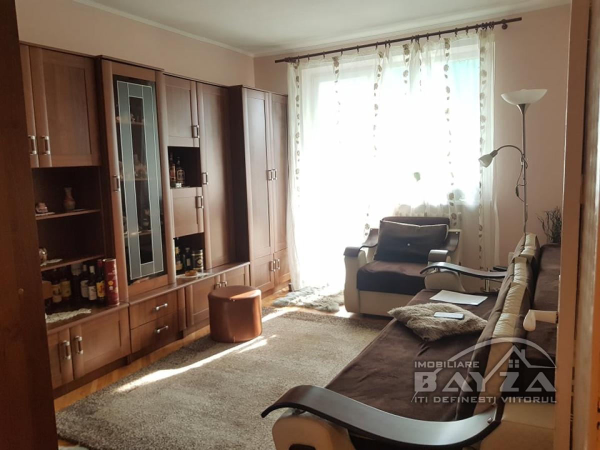 Pret: 65.000 EURO, Vanzare apartament 3 camere, zona Bulevardul Bucuresti