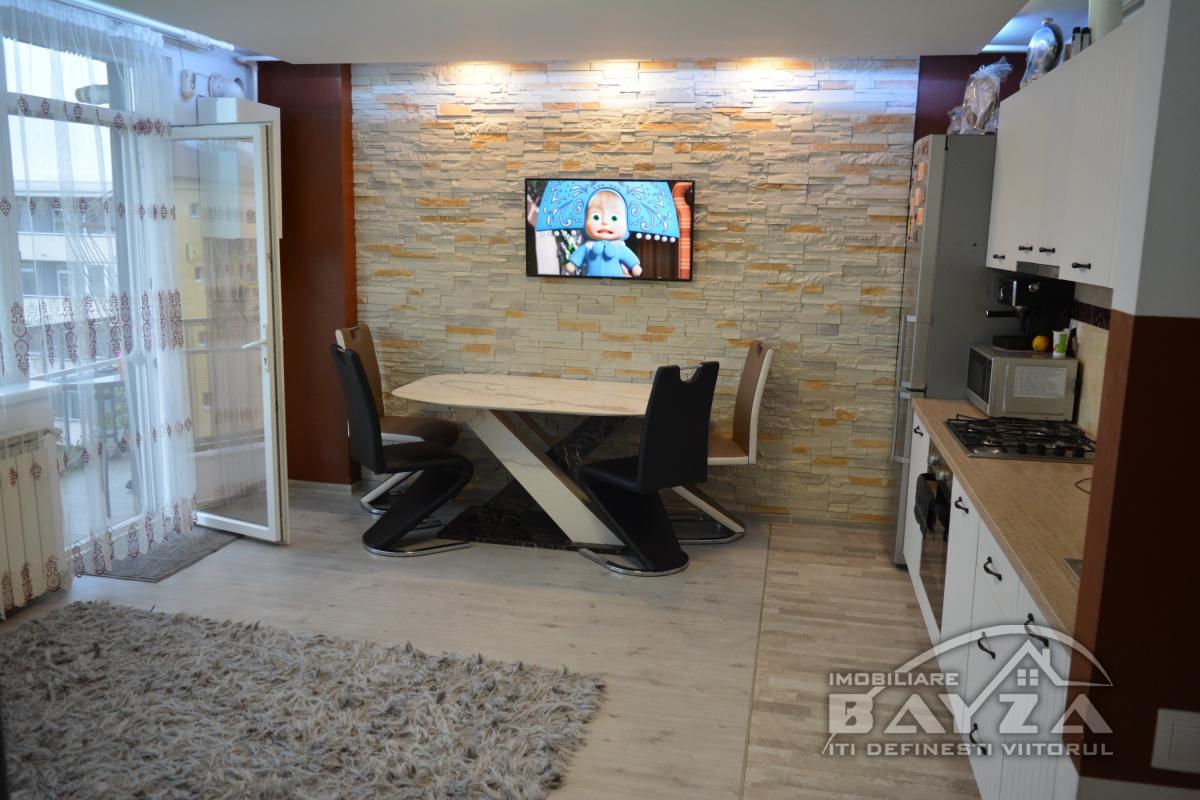 Pret: 61.000 EURO, Vanzare apartament 2 camere, zona Clinicii Somesan