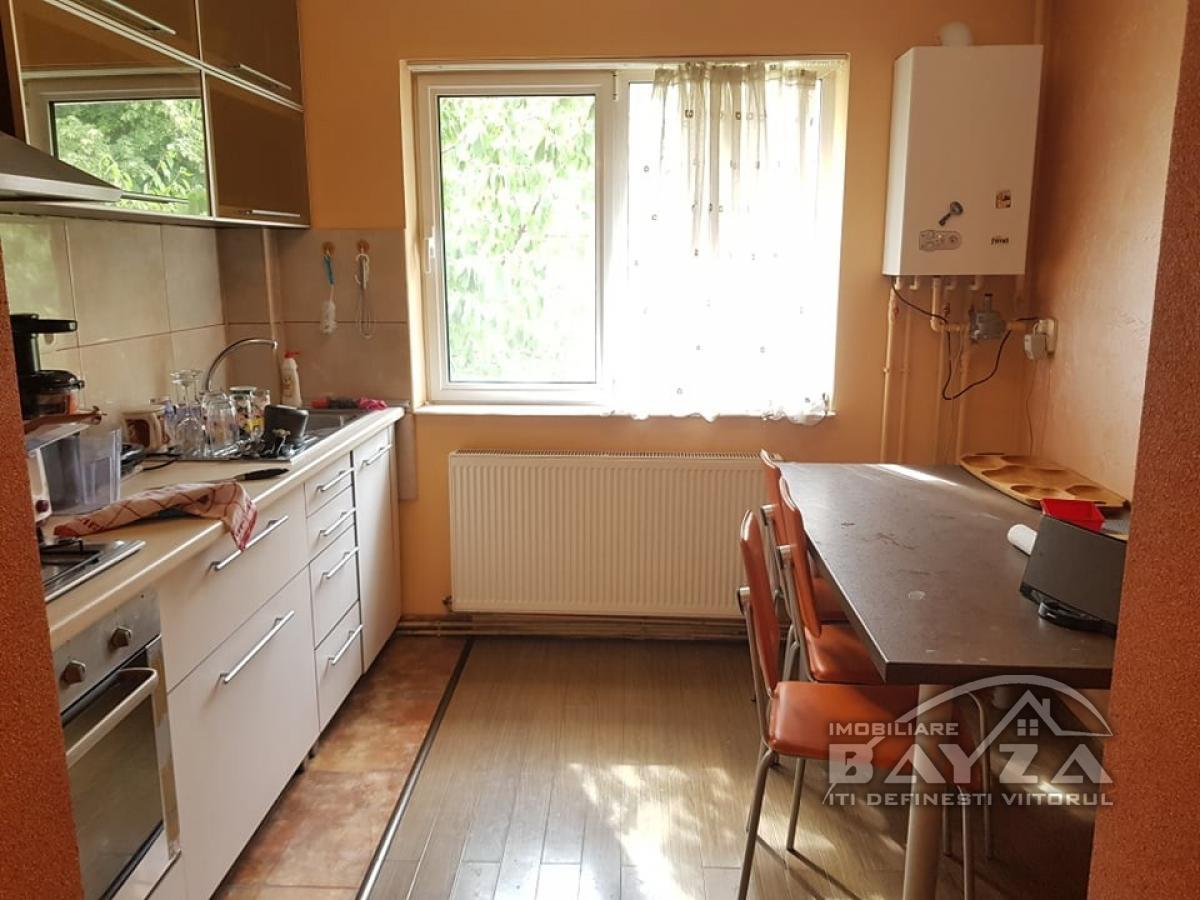 Pret: 51.000 EURO, Vanzare apartament 2 camere, zona Bulevardul Decebal - Baia Mare