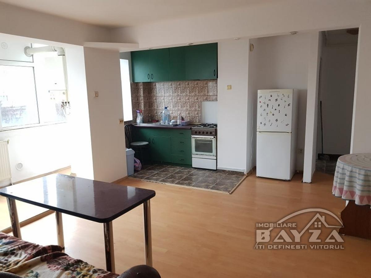 Pret: 54.500 EURO, Vanzare apartament 3 camere, zona Bulevardul Bucuresti - Semiluna