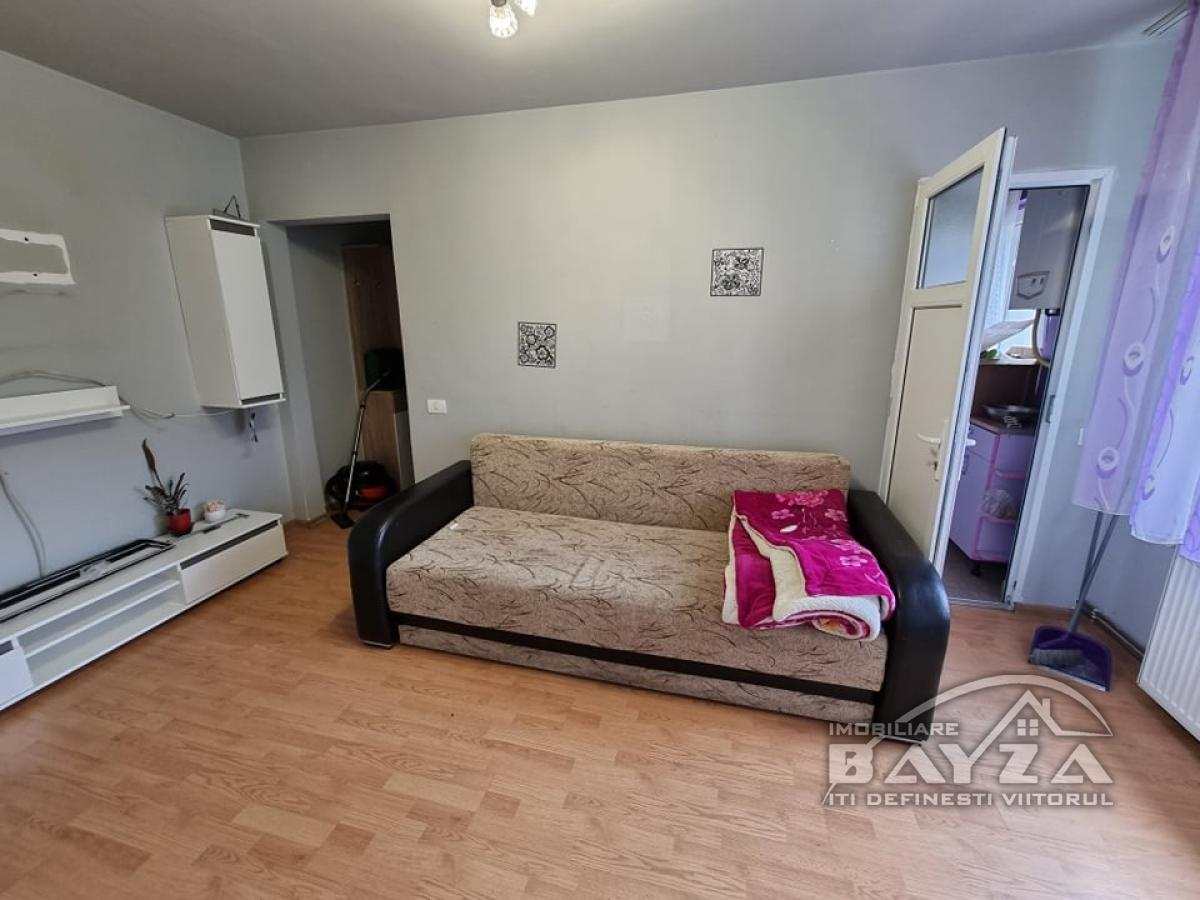 Pret: 39.500 EURO, Vanzare apartament 3 camere, zona Neptun
